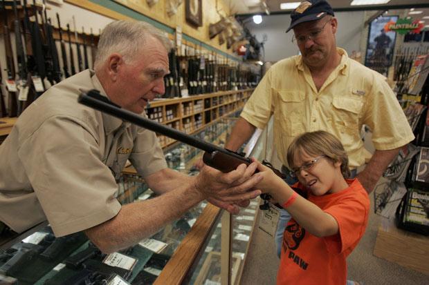 enfant-arme-a-feu